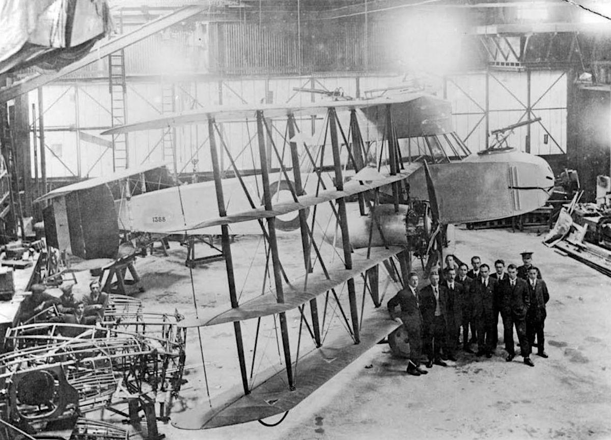 PB.31E  Nighthawk в заводском цехе